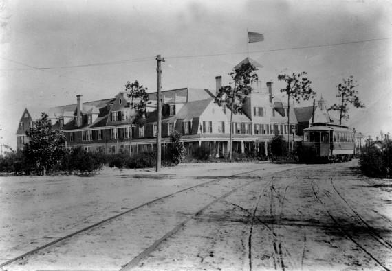 Holly Inn Vintage