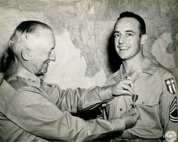 John Derr receives the Bronze Medal in New Delhi, India.