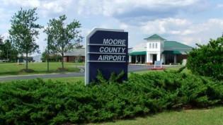MooreCountyAirport_sign