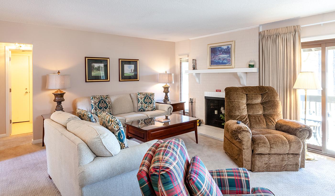 239 st andrews living room